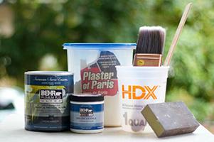 Outils et ingrédients pour fabriquer de la peinture «tableau noir»