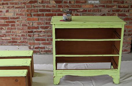 Commode dont les tiroirs ont été enlevés et prête à peindre