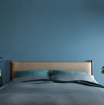 Chambre aux murs bleus