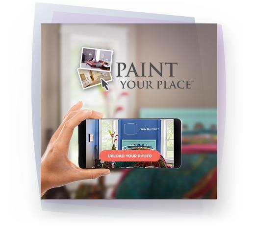Une main tenant un téléphone cellulaire avec le texte Peinturez votre chez-soi